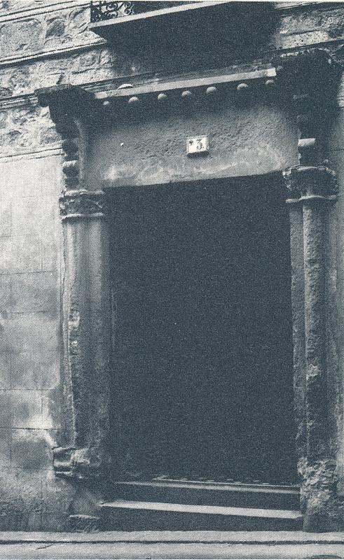 Portada en la calle de la Plata de Toledo hacia 1970 fotografiado por Mario Carrieri