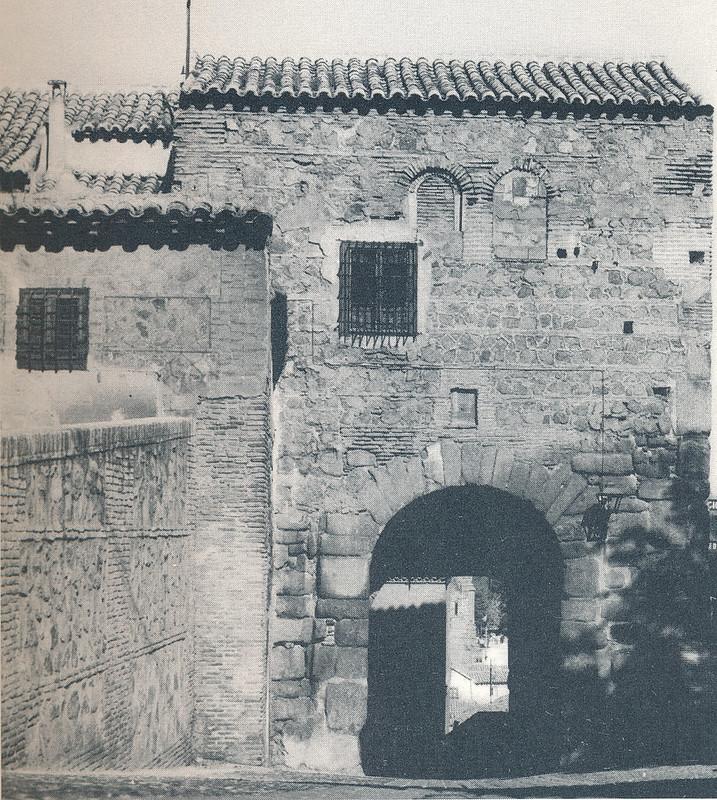 Puerta de Valmardón en Toledo hacia 1970 fotografiado por Mario Carrieri