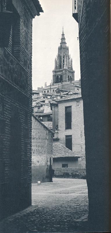 Catedral de Toledo desde San Lorenzo hacia 1970 fotografiada por Mario Carrieri