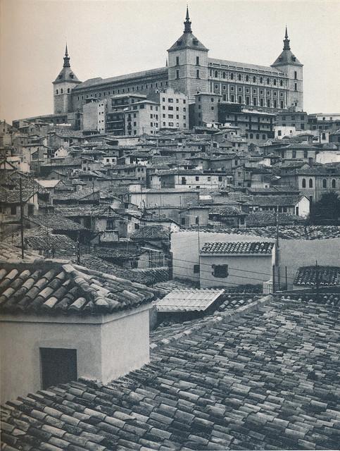Alcázar de Toledo hacia 1970 fotografiado por Mario Carrieri