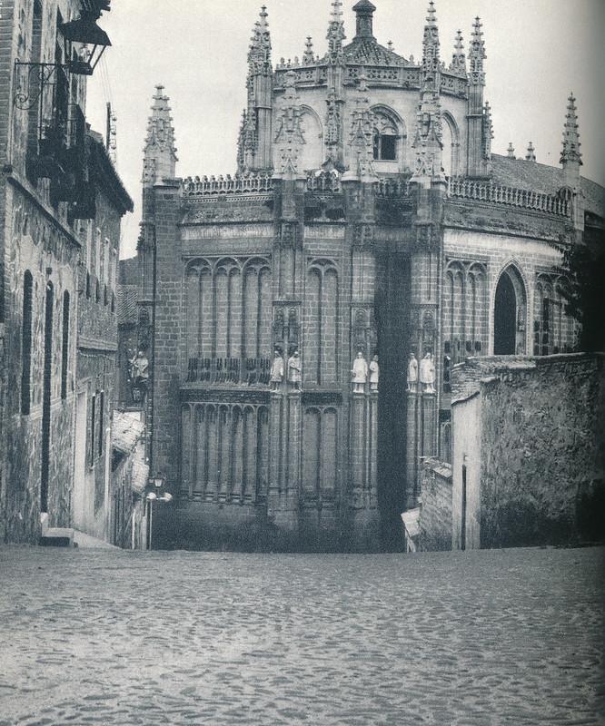 San Juan de los Reyes en Toledo hacia 1970 fotografiado desde la calle pintor Matías Moreno por Mario Carrieri