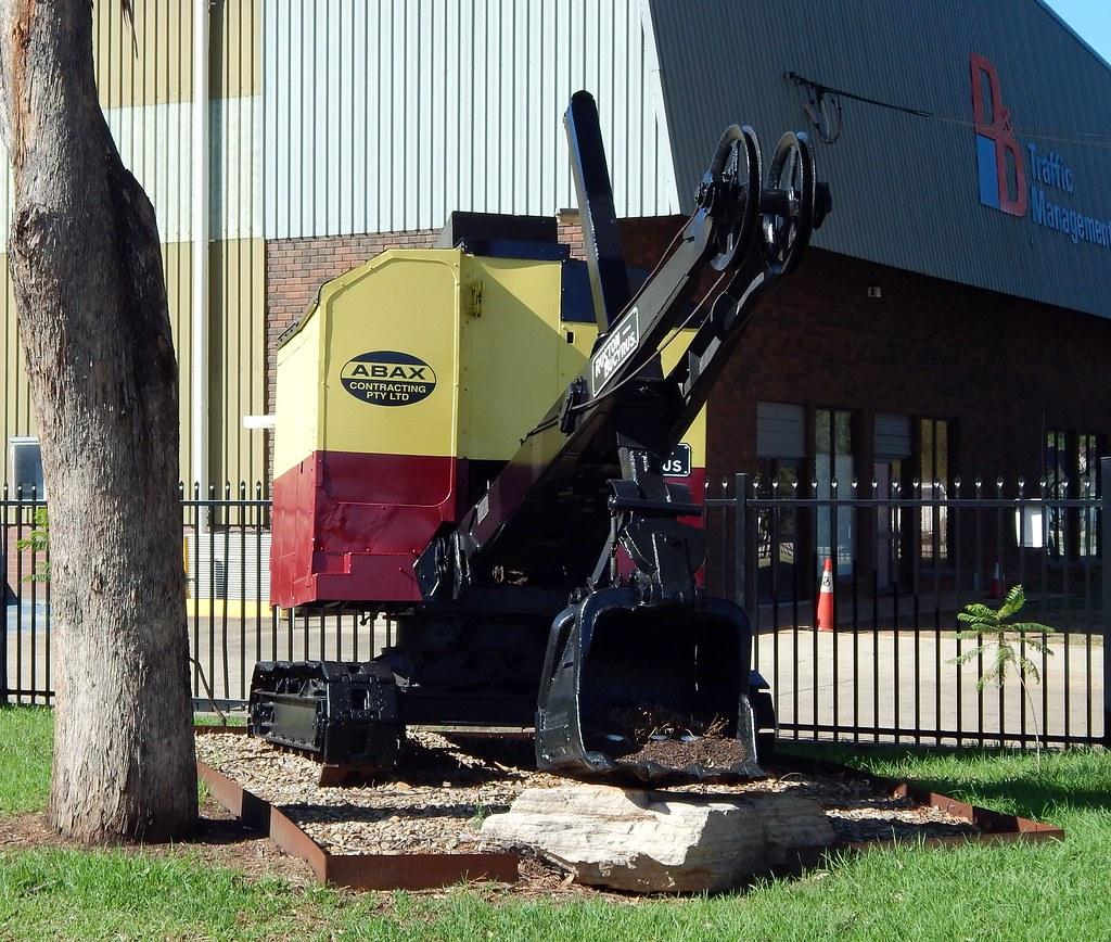 Shovel, ABAX Contracting, Girraween, Sydney, NSW.
