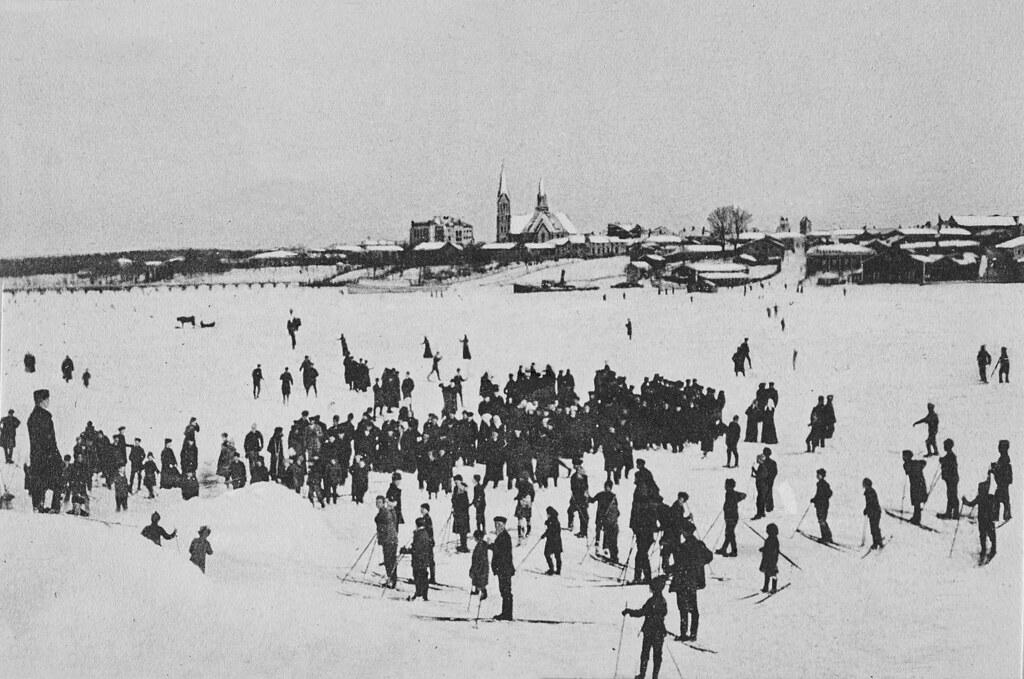 1901-1909 ulkoilijoita Vakkolahden jäällä ja rannalla 1901-09
