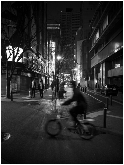 Monday 18:43 - West-Shinjuku  affected by the demand for self-restraint by  COVID19 -