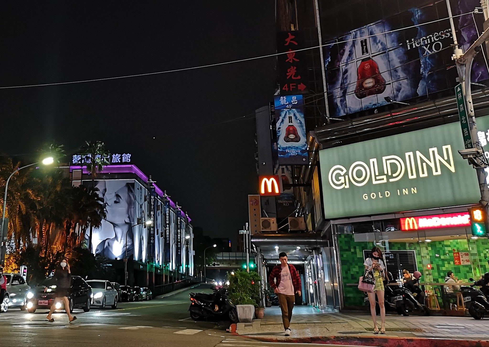 酒店業停業後,林森北路的蕭條景象。(攝影:史學敏)