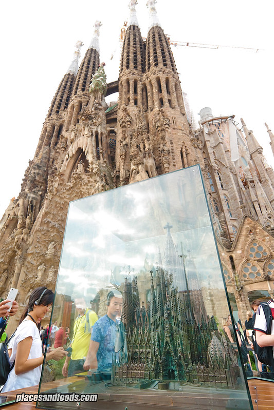 barcelona sagrada familia model and actual