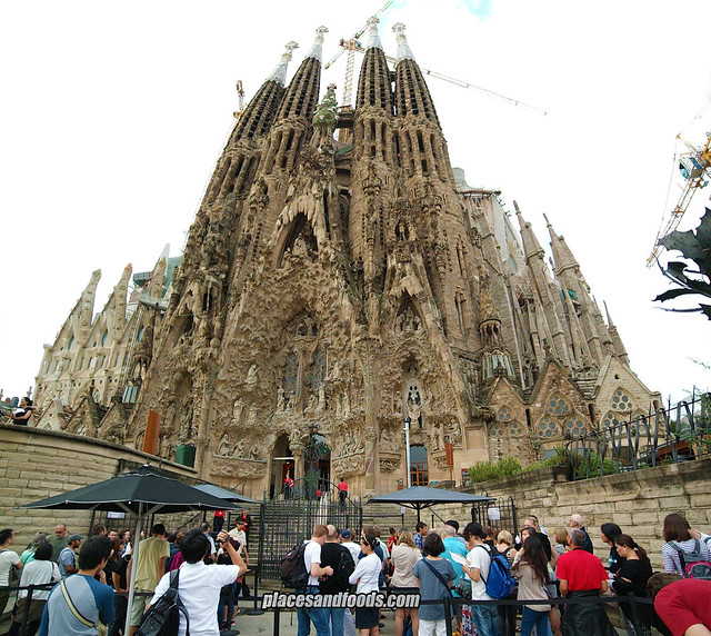 barcelona sagrada familia long queue