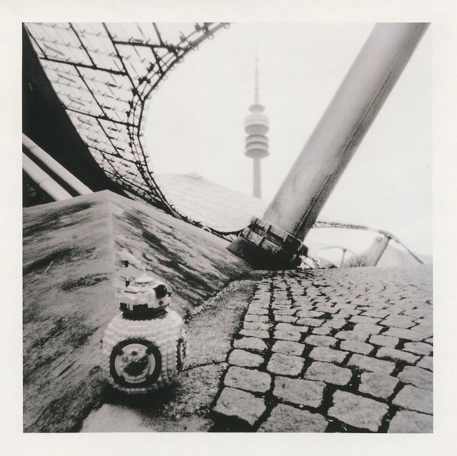 BB-8 Durchblick zum Olympiaturmurm