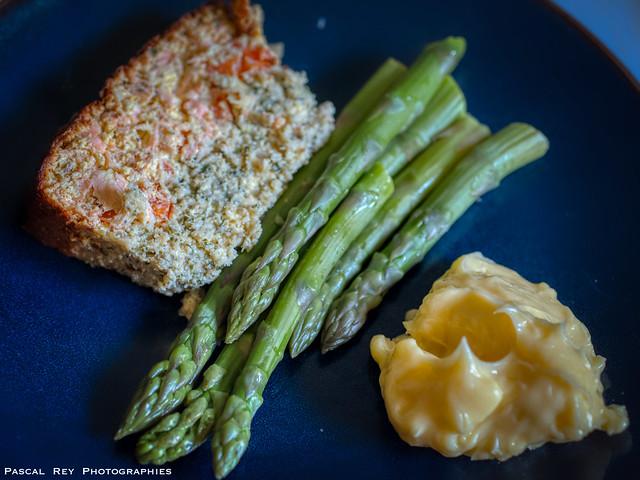 Terrine de poisson, mayonnaise maison & leurs asperges.