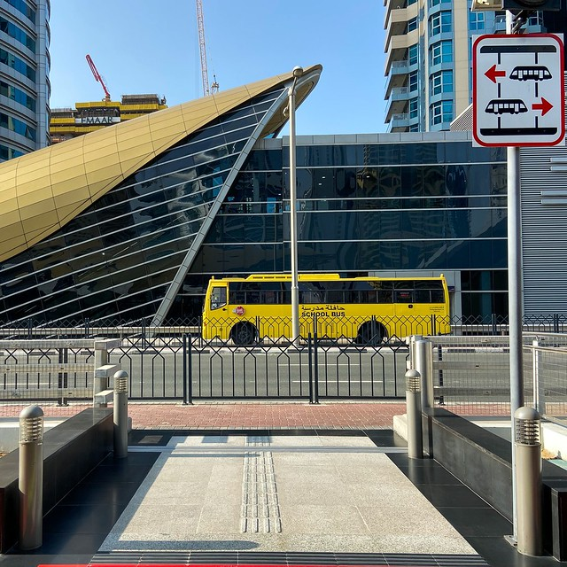 While working on a picture series about the Dubai metro I've found this picture. An old fashioned school bus next to a futuristic metro station, only in Dubai. #dubai #visitdubai #mydubai #uae #dubaiphotography #dubaitoerism #dubaicity #timeoutdubai #duba