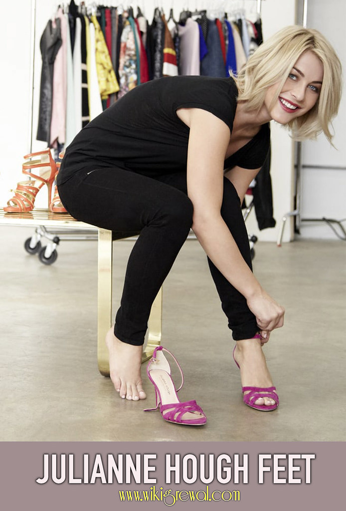 Feet julianne hough Julianne Hough