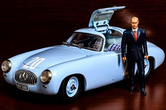 Vladimir Vladimirovich Putin & Mercedes-Benz 300SL (W 194), (CMC 1/18)