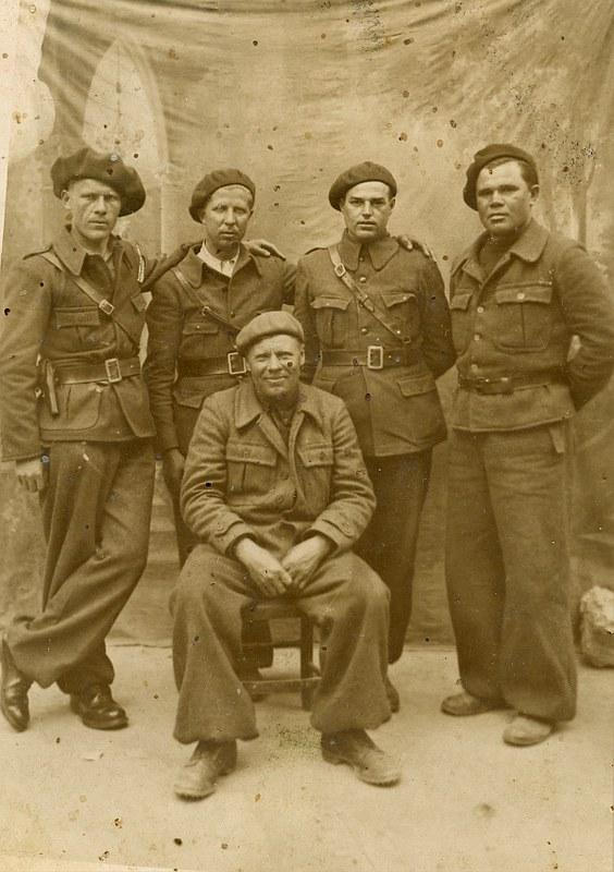 Polscy ochotnicy z kompanii im. Adama Mickiewicza
