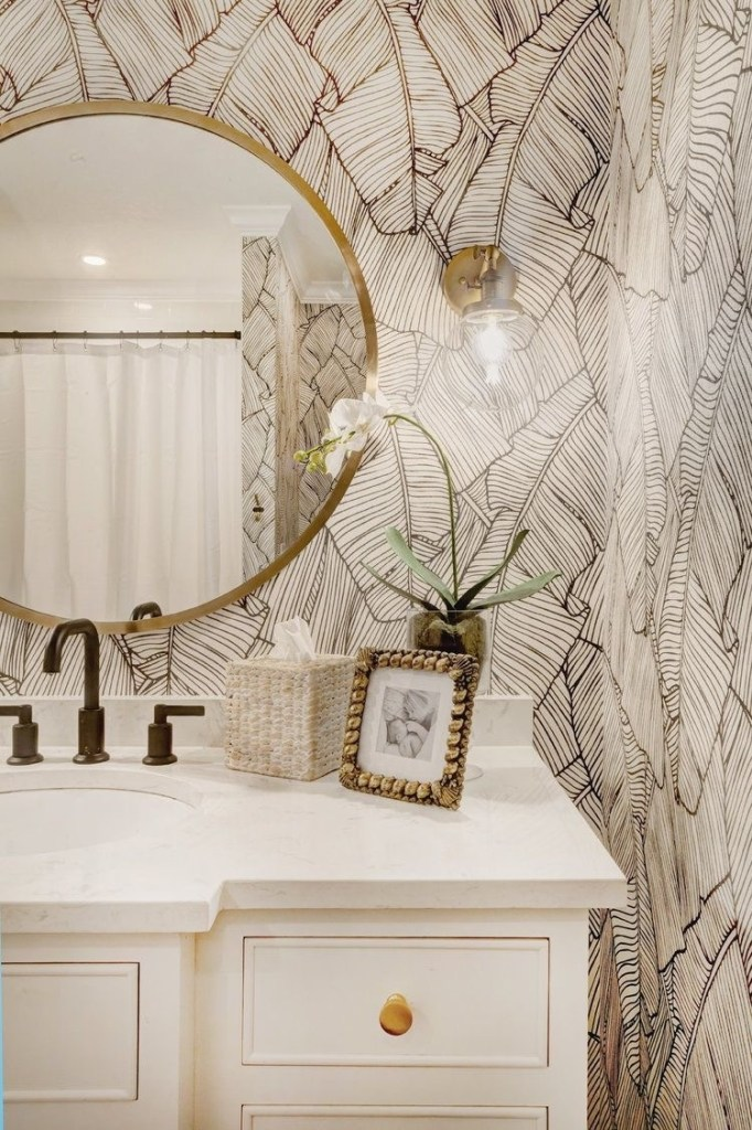 Palm Leaf Wallpaper Bathroom | Black and White Leaf Stencil Wallpapered Inspiration | Bathroom that will make you want to renovate