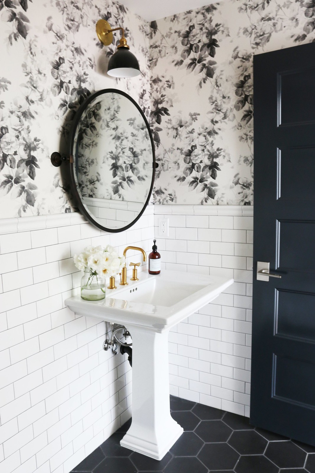25 Wallpapered Bathrooms That Will Make You Want To Redecorate Living After Midnite