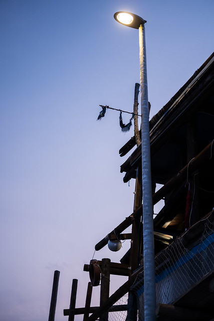 A light with stilts