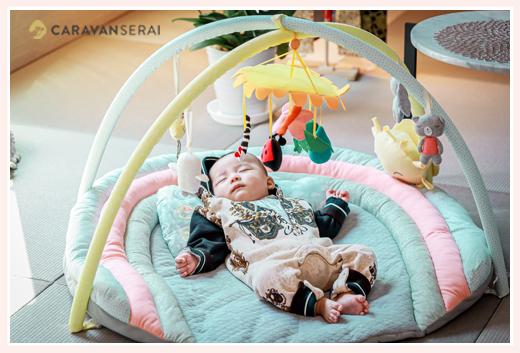 プレイジムで眠る赤ちゃん
