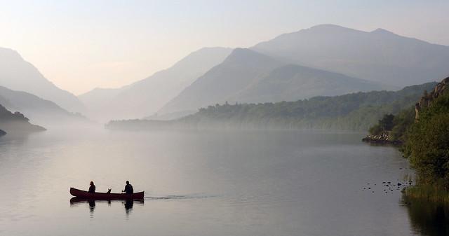 Canoe on padarn lake