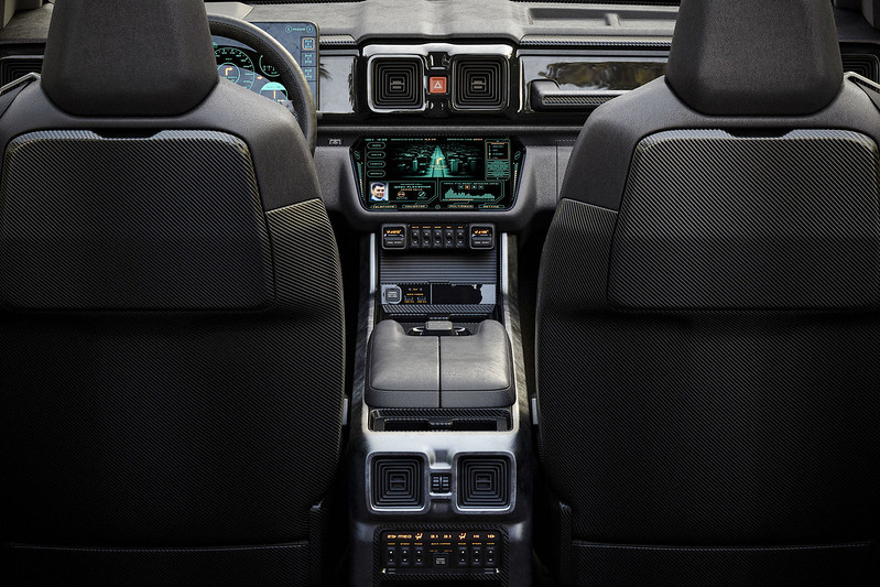 Mercedes-Benz-Lada-Niva (8)
