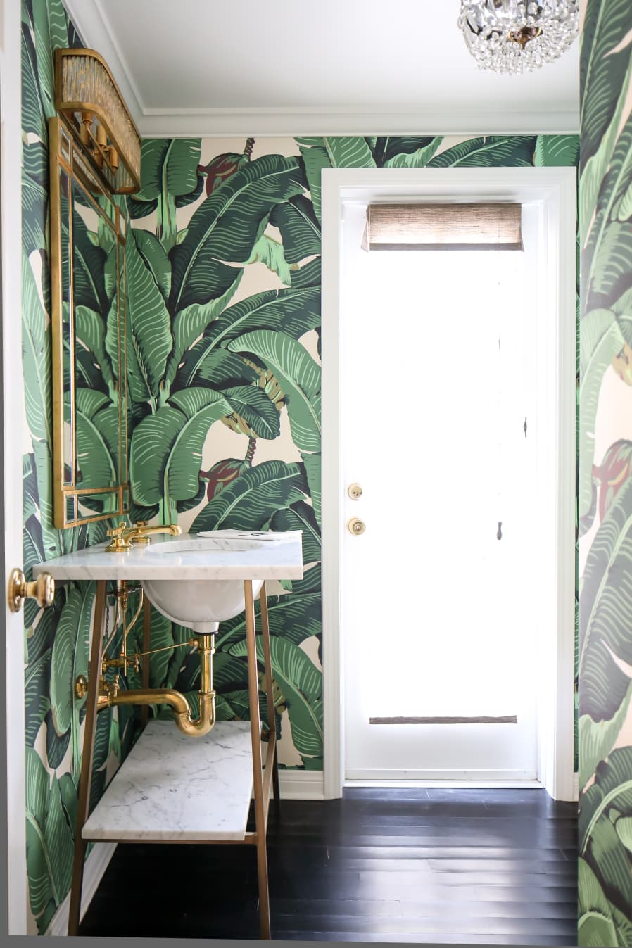Beverly Hills Hotel Palm Print Wallpaper | Green Palm Print Wallpaper | California Cool Bathroom Inspiration | Colorful Wallpapered Bathroom | Gold and Green Bathroom