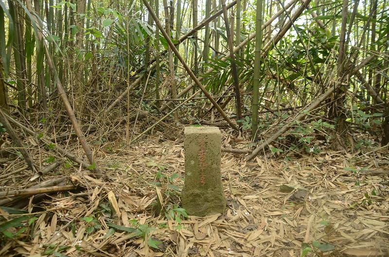 鯉魚石下山鑛務課基石(# 鑛293 Elev. 410 m)