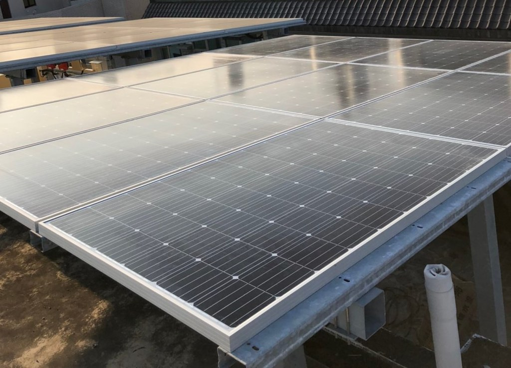 台南綠電轉供新設光電案場,綠電將透過轉供與交易移轉到企業使用。圖片提供:瓦特先生