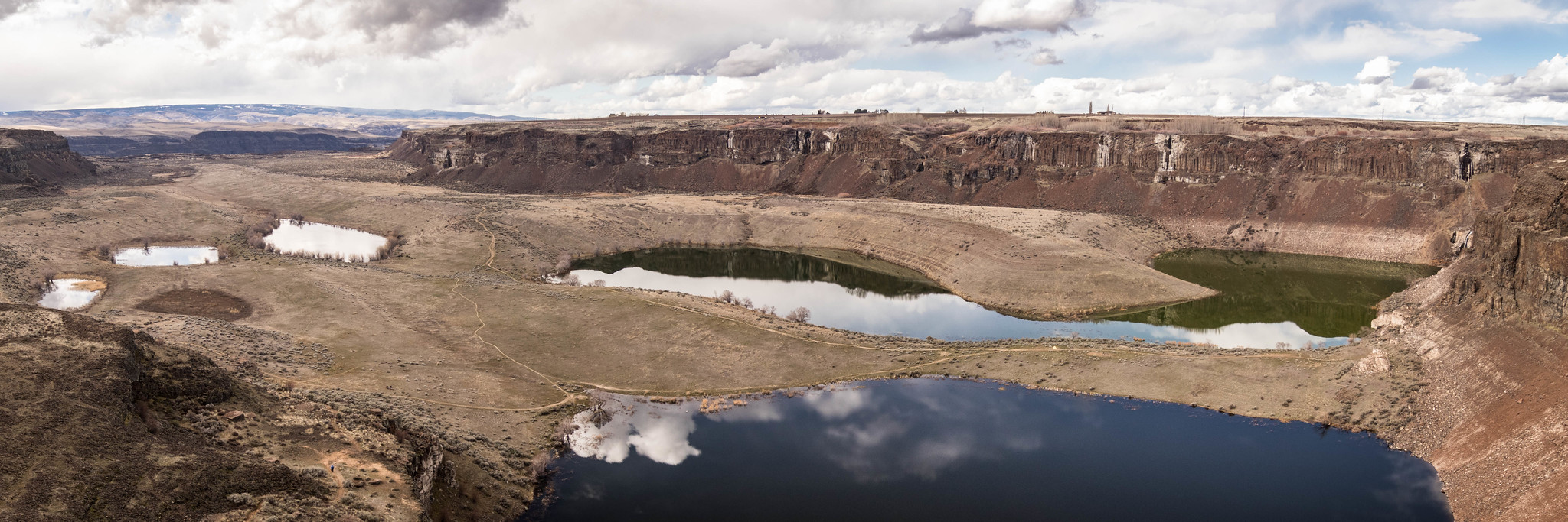 Potholes Coulee panoramic view