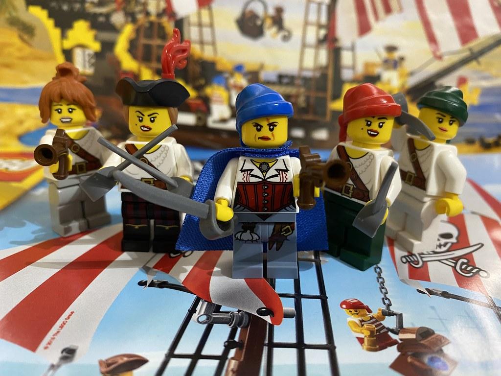 Lego Captain Madam Scar with her Scar Pirate Crew