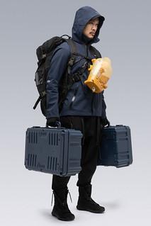 在末日接單的不死送貨傳說 !ACRONYM x《死亡擱淺》推出聯名送貨員「J1A-GTKP」高機能外套