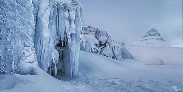 Cascada congelada de Kirkjufellsfoss
