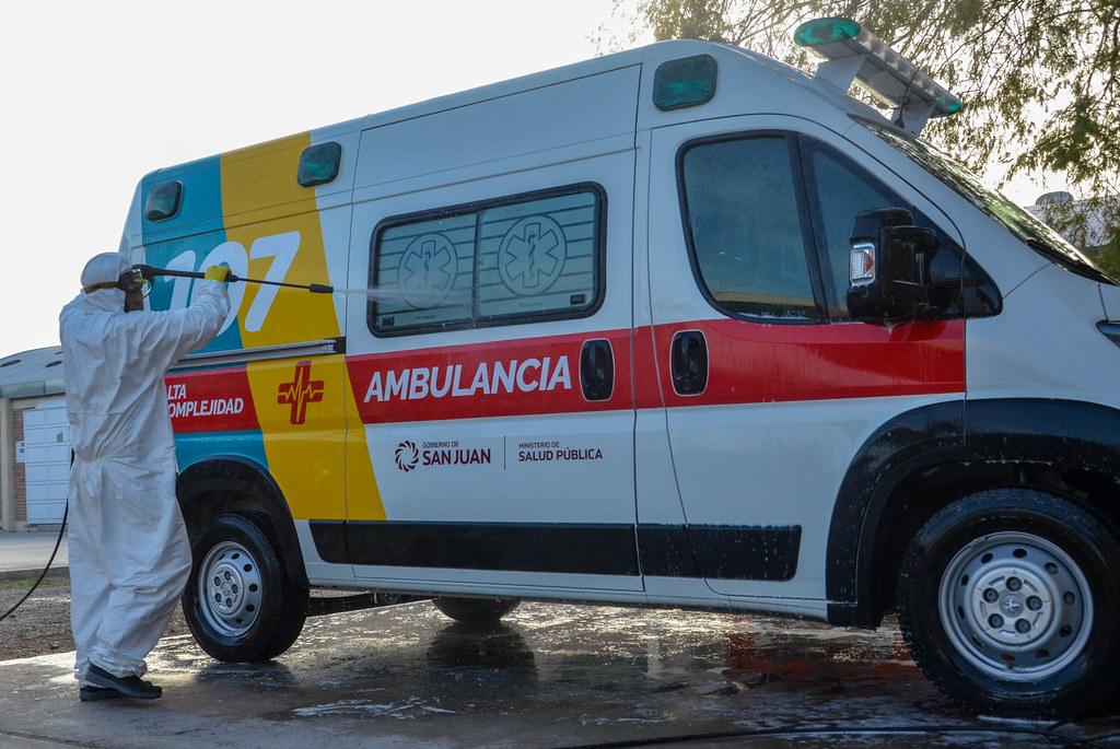 2020-04-22 SALUD: Desinfección Ambulancias