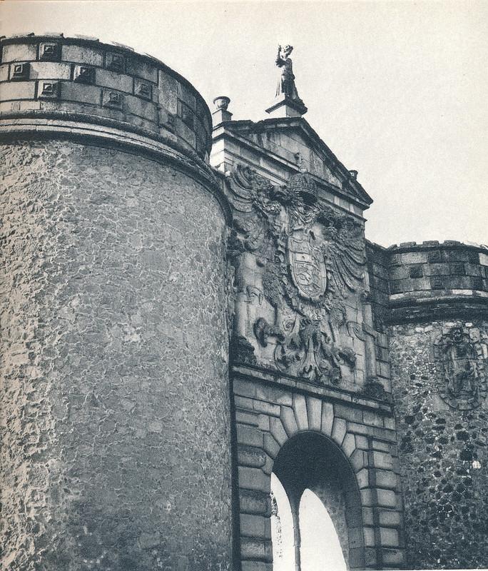 Puerta de Bisagra de Toledo hacia 1970. Fotografía de Mario Carrieri.