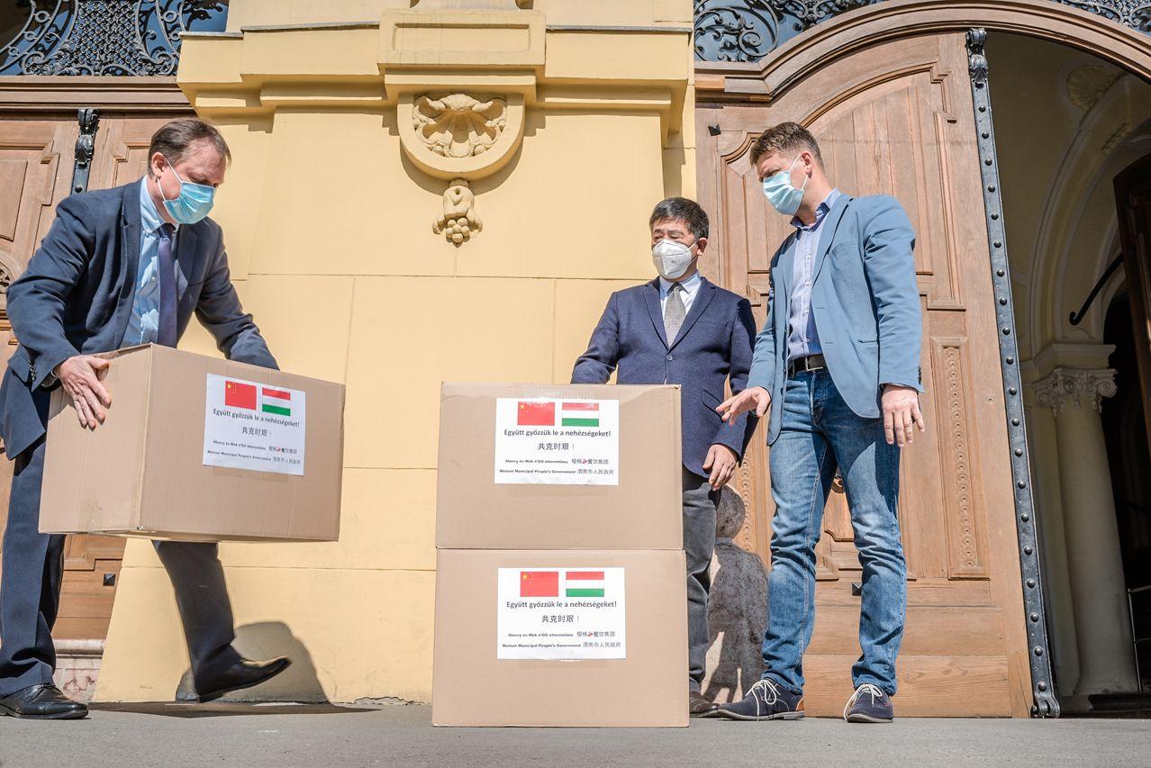 Szeged kínai testvérvárosa, Weinan 10 ezer maszkot adományozott a városnak