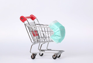 Shopping trolley with medical mask. Coronavirus shopping concept | by focusonmore.com