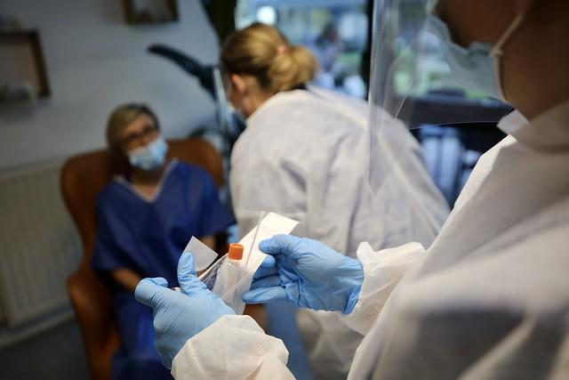 Covid-19 : Le Département dépêche des équipes médicales mobiles pour assurer des tests de dépistage au sein des 90 EHPAD* du territoire