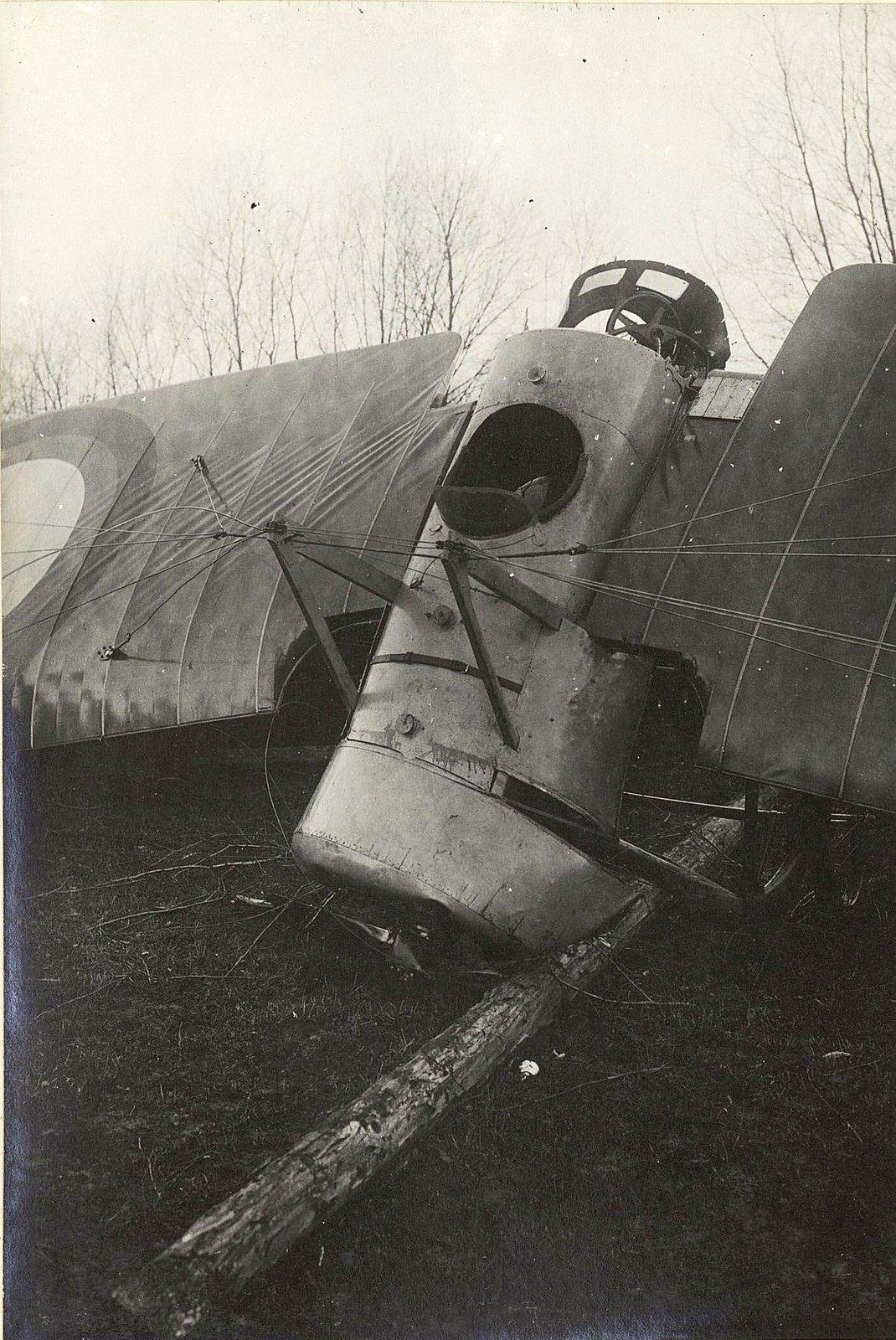 Разбитый аэроплан.