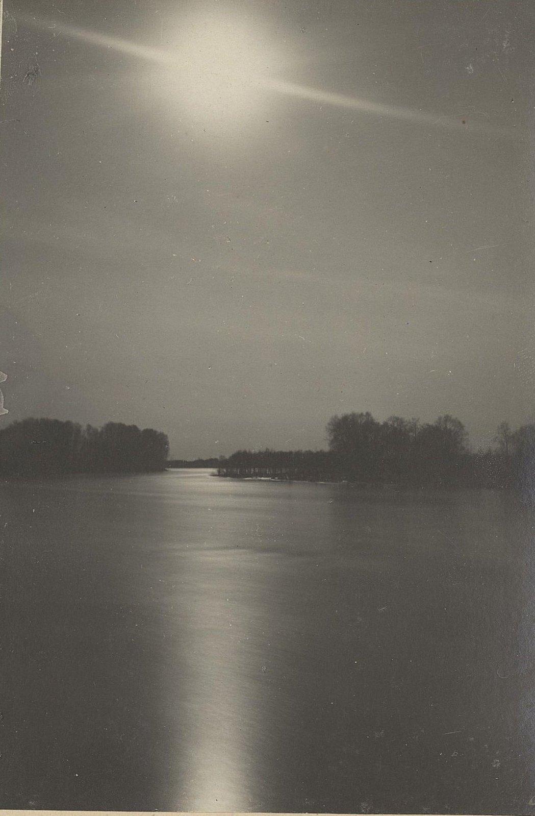 Вид на реку или озеро