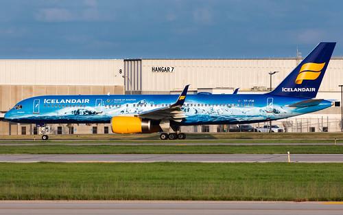 minneapolisstpaulinternationalairport msp kmsp mspairport icelandair tffir vatnajökull glacierplane boeing 757 757256 avgeek speciallivery