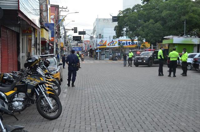 Comerciantes fazem carreata pedindo a reabertura do comércio no município