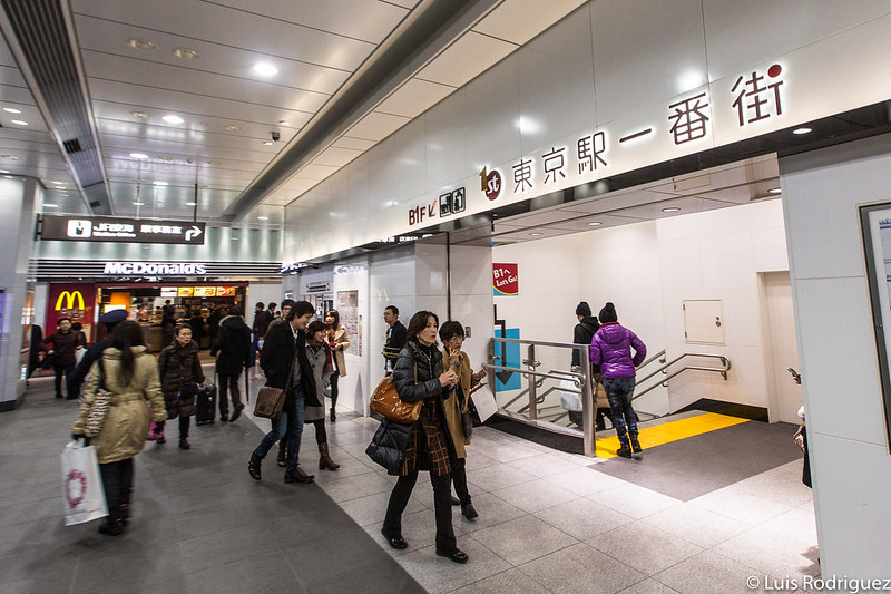 Acceso a First Avenue Tokyo Station