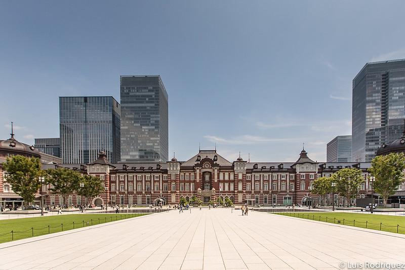 Estación de Tokio desde el extremo de la plaza