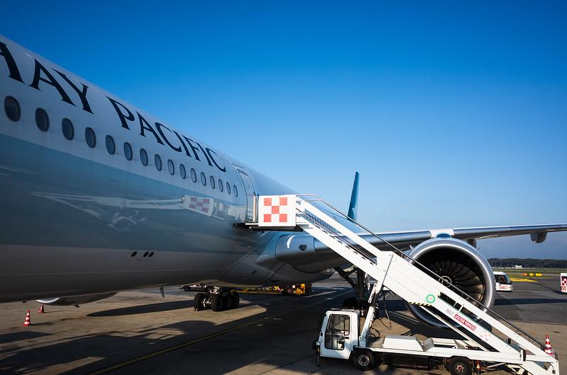 航班停泊在戶外停機坪、增加了轉機的難度