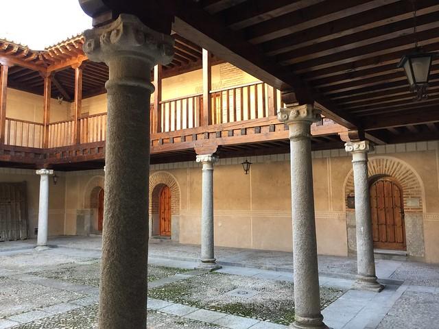 Patio del Real Hospital de Madrigal de las Altas Torres (Oficina de Turismo)