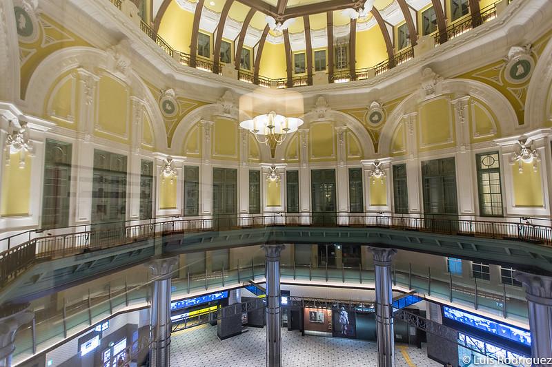 Interior del acceso sur del lado Marunouchi visto desde el Tokyo Station Hotel