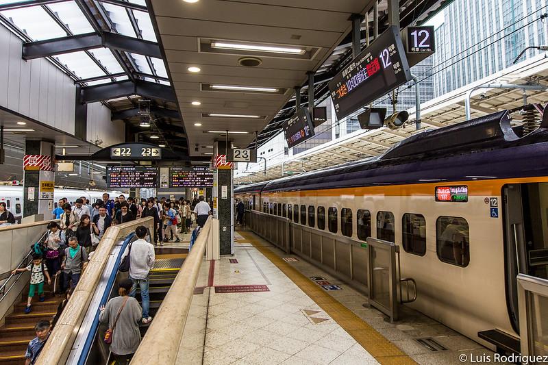 Andenes 22 y 23 de shinkansen en la estación de Tokio