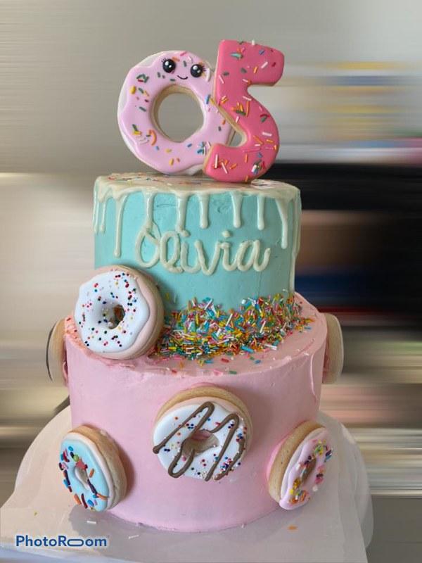 Cake by Darianna's Cookies