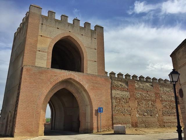 Puerta de Arévalo en Madrigal de las Altas Torres (Ávila)