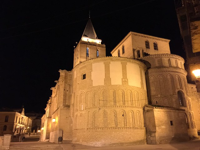 Iglesia de San Nicolás de Bari por la noche (Madrigal de las Altas Torres, Ávila)