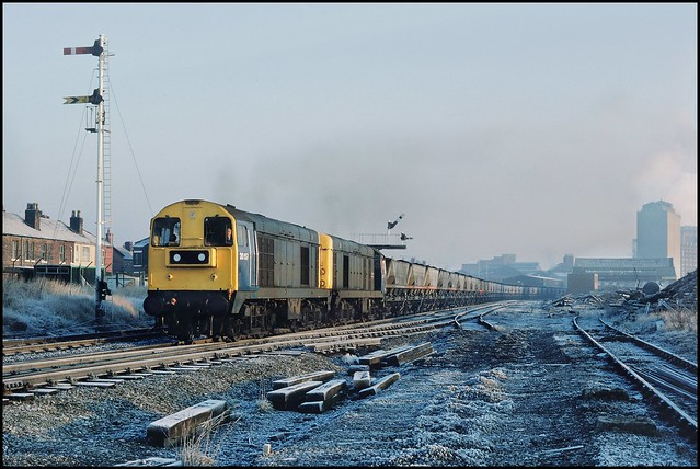 Monks Hall Sidings, 20157 & 20080 (Bickershaw Colliery - Fiddlers Ferry) 05/01/86.