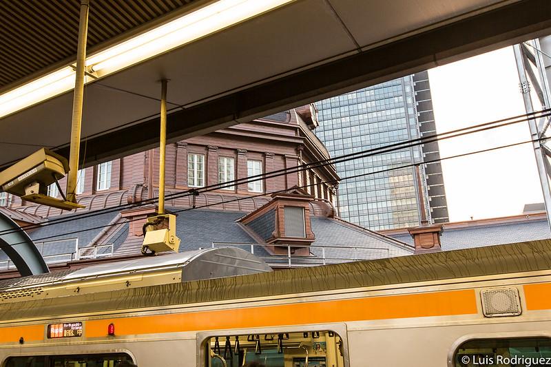 Línea Chuo en el andén 1 de la estación de Tokio